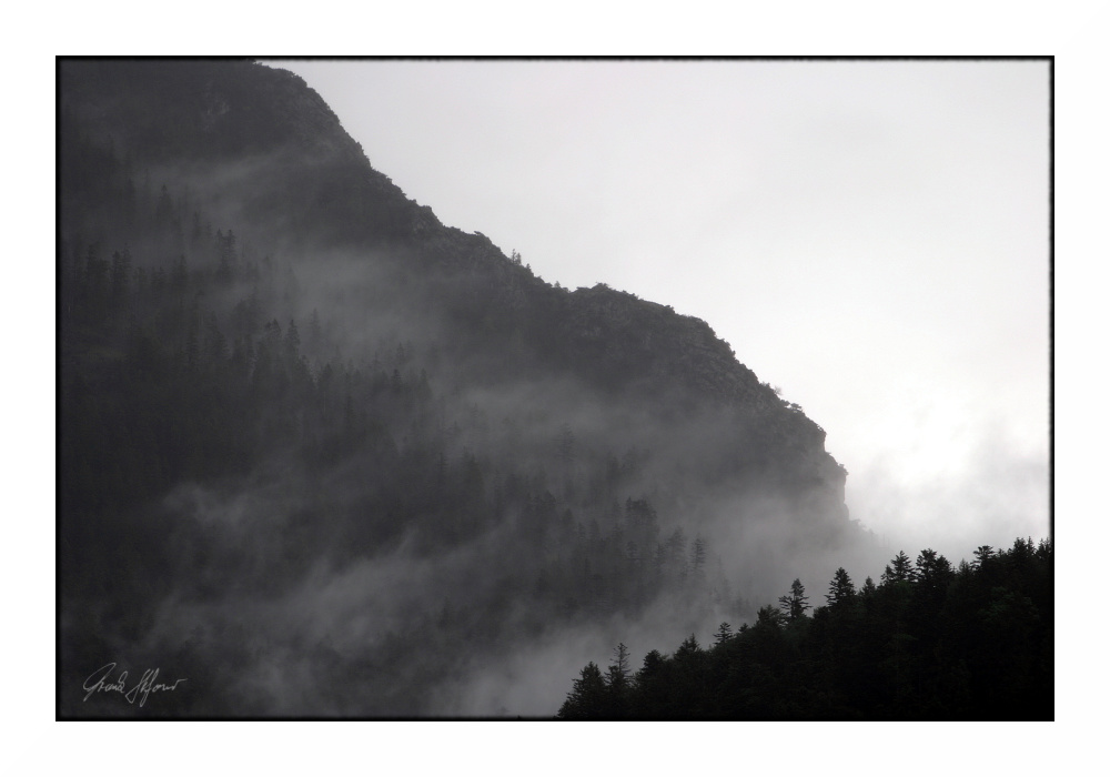 monochrome mountain (1)