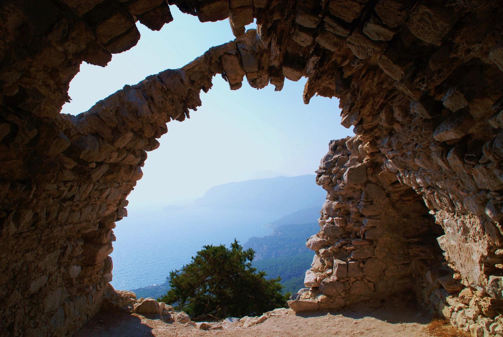 Monolitho's Castle   Überreste aus dem 15.Jh