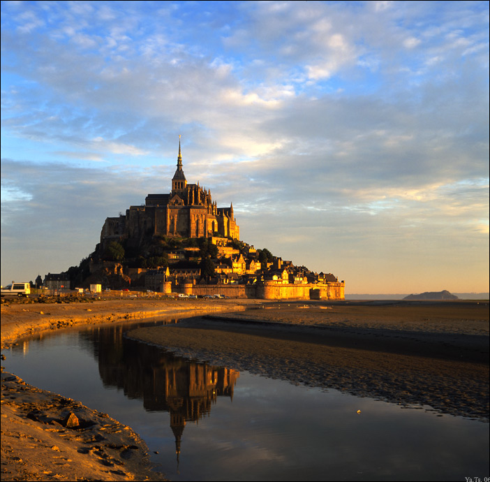 Mont Saint Michel's golden dawn