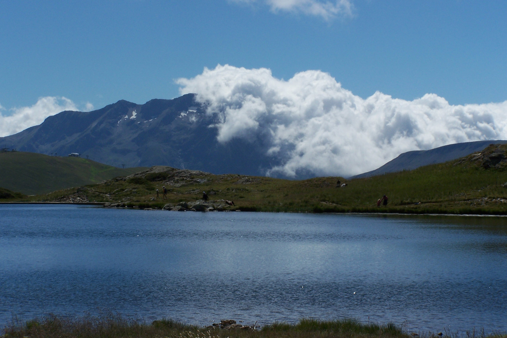 montagne encloutie par les nuage