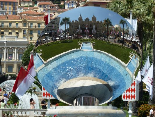 Monte Carlo Spielcasino im Spiegel des Brunnens