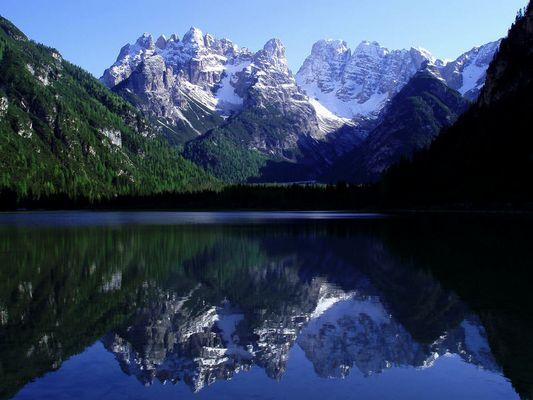 Monte Cristallo im See