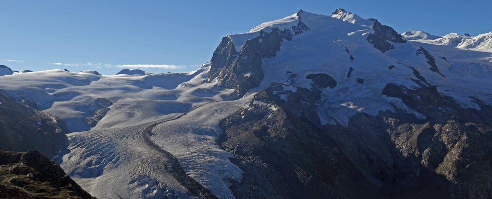 Monte Rosa mit den  4634m  der Dufourspitze dritthöchster Alpengipfel...