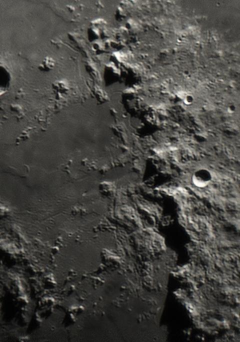 Montes Apenninus und Rimae am 07.05.2014 um 23:14 Uhr