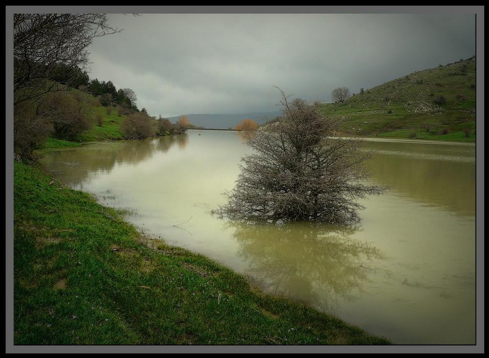 Monti Nebrodi.Lago Trearie