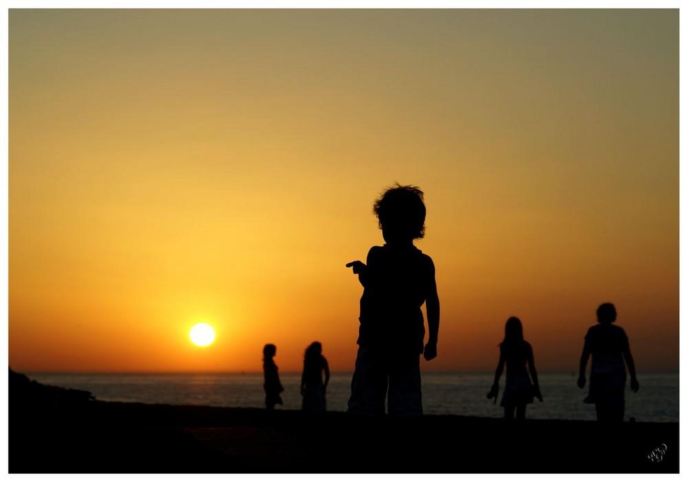 Montrer du doigt le soleil