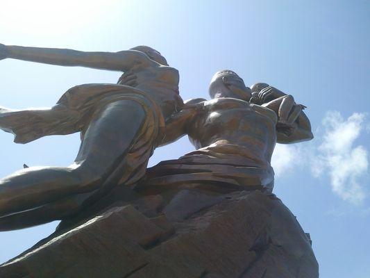 """monument de la """"renaissance"""" africaine"""