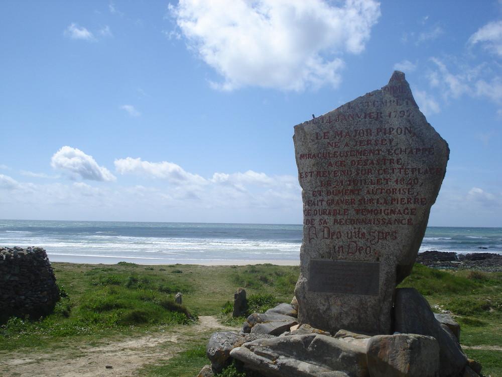 monument des droits de l homme commune de plozévet ( finistére )