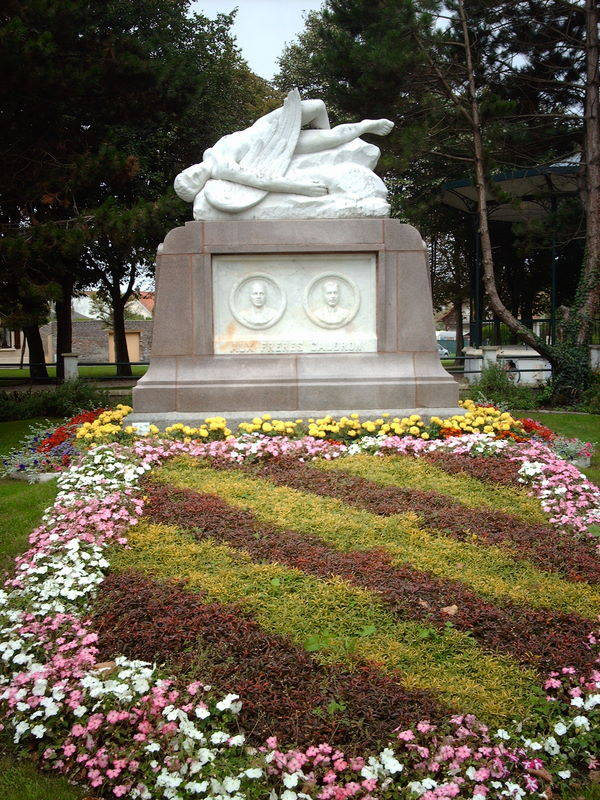 MONUMENT DES FRERES CAUDRON