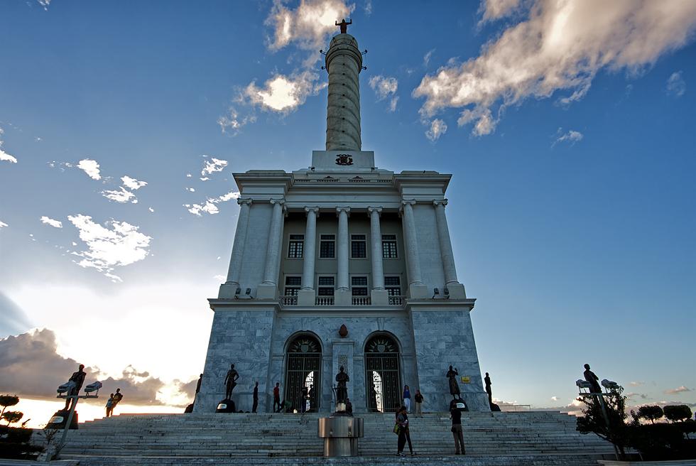 Monumento a los Héroes de la Restauración...