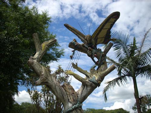 Monumento a Manuel Ortiz Guerrero - Panambi Vera (mariposa dorada)