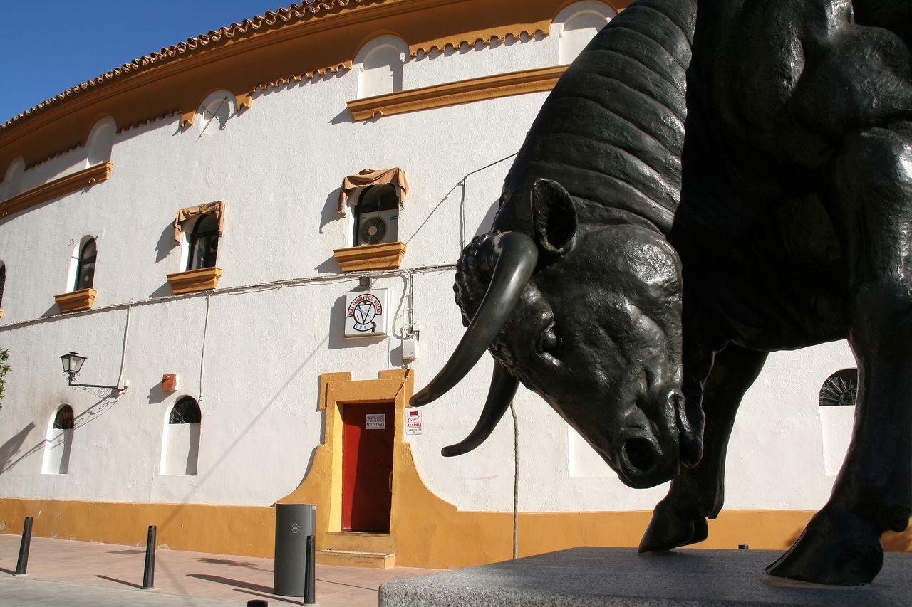Monumento al toro bravo en Linares (Jaén)
