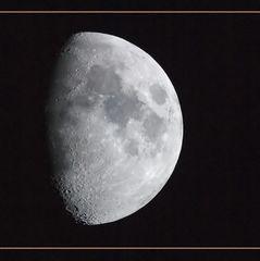 Moon alone ... (reload)