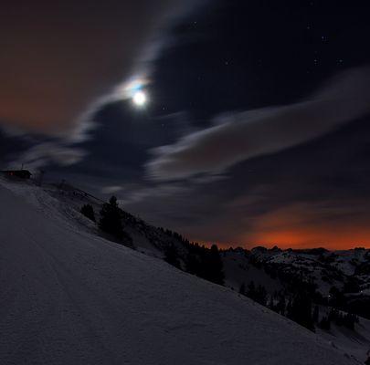 Moon över si Bärner Oberland (Rinderberg)