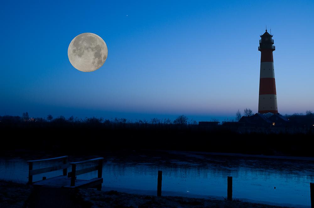 MoonLighthouse