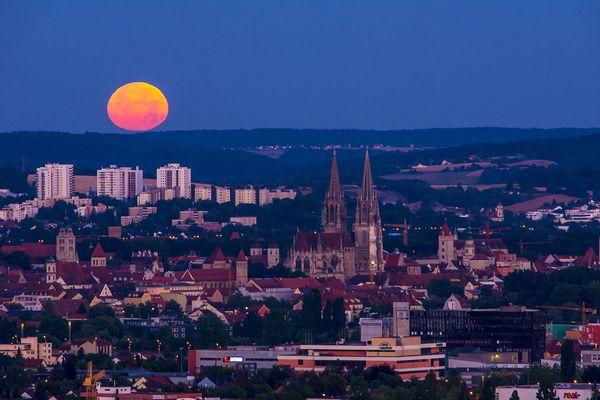 Moonset Ratisbon Keilberg