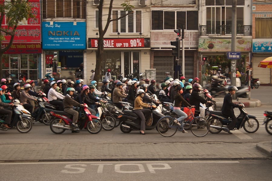 Moped-Verkehr in Saigon (1)