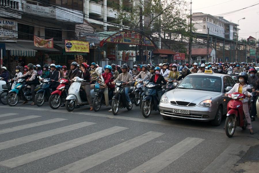 Moped-Verkehr in Saigon (2)