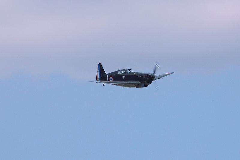 Morane D-3801 sticht aus dem Nebel