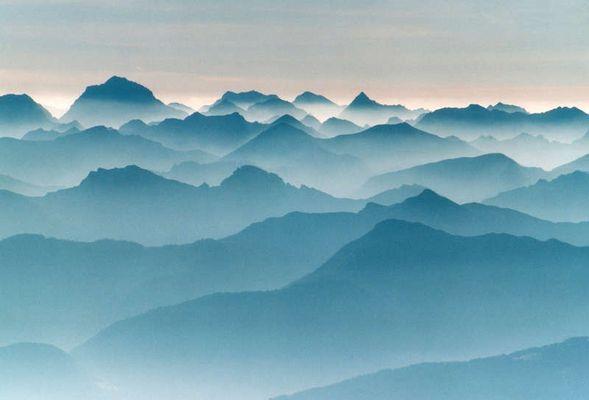 Morgen über den Alpen
