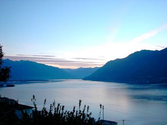 Morgendämmerung am Lago Maggiore