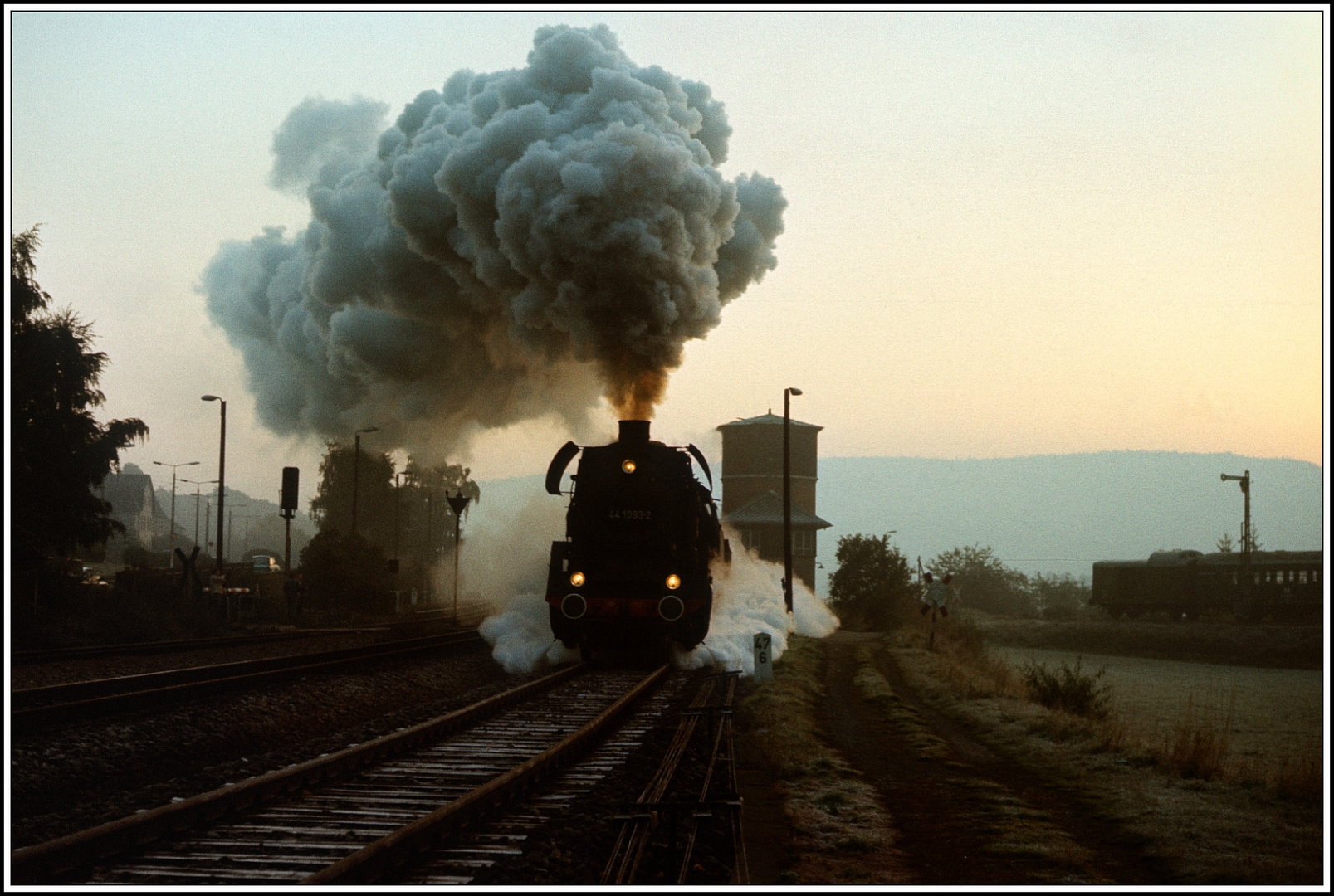 Morgendämmerung auf der Saalebahn im Oktober 1989