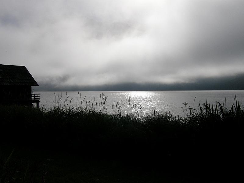 Morgendämmerung über dem See
