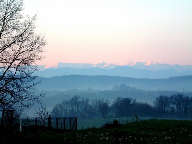 Morgendämmerung über den Pyrenäen