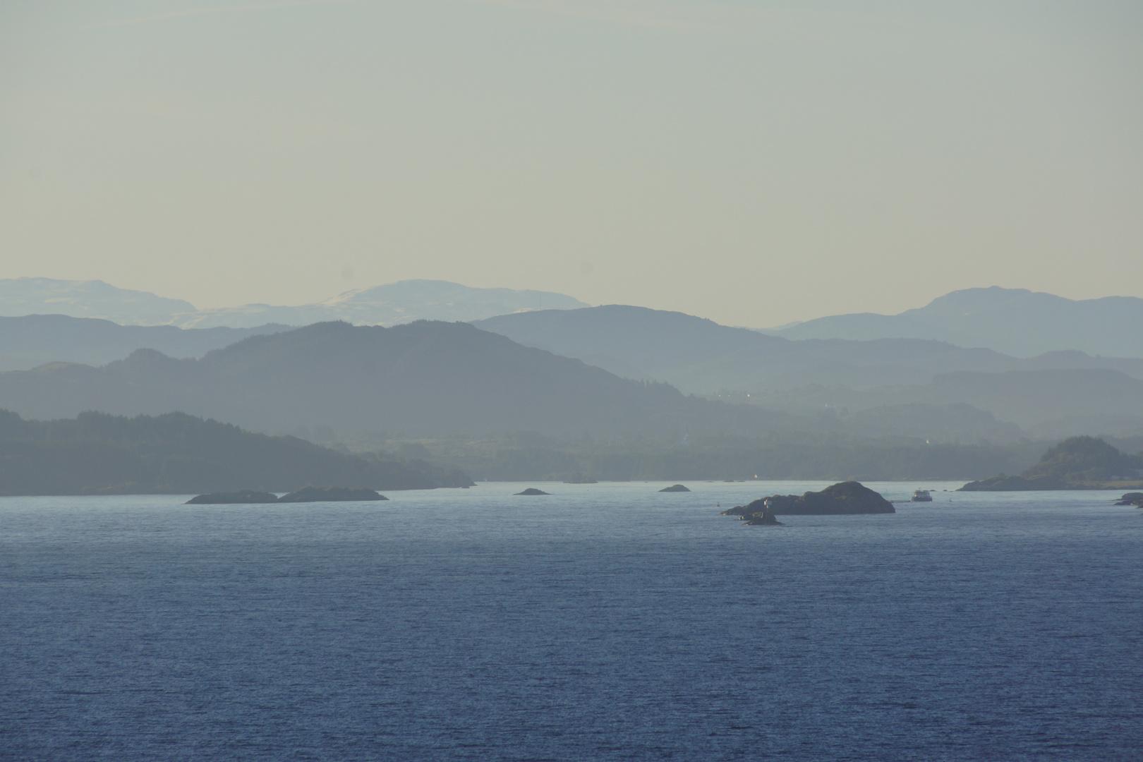 Morgendämmerung vor Bergen