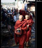 Morgendliche Prozession der Mönche (überarbeitet)