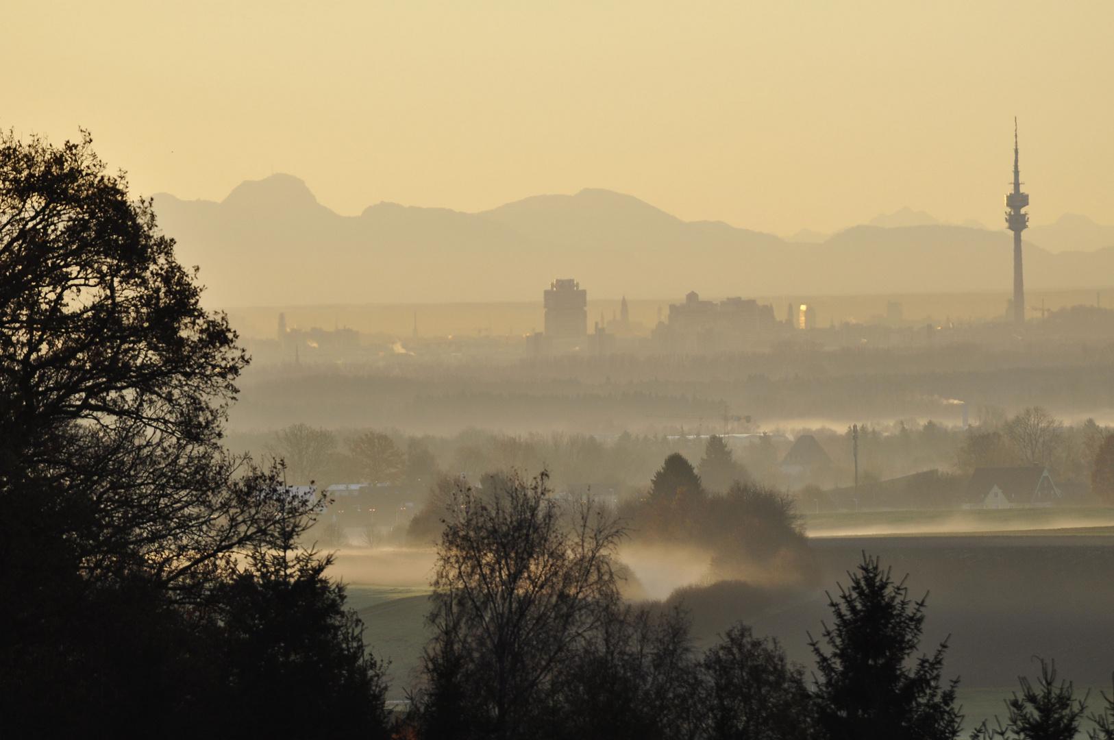 Morgendlicher Föhnblick über München
