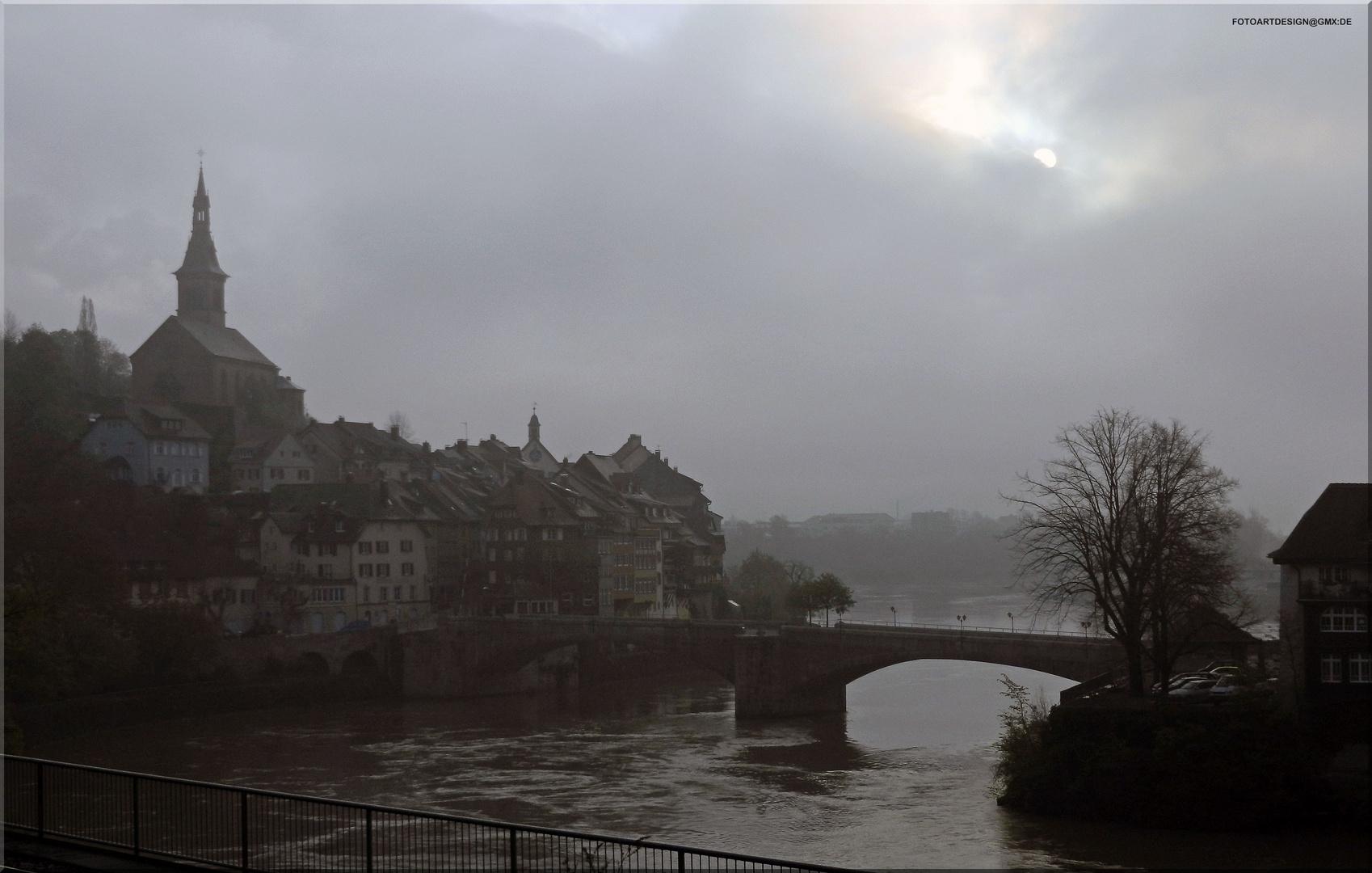 Morgendliches Laufenburg im Frühnebel