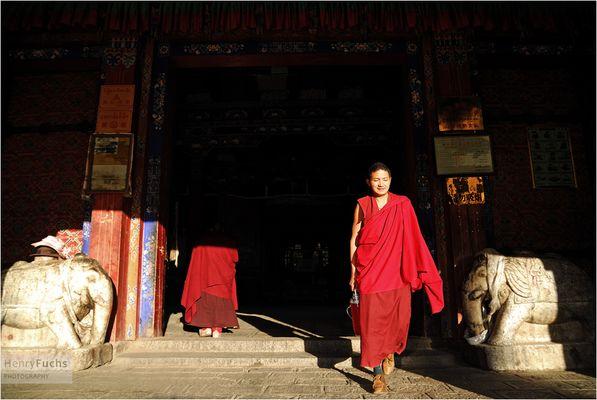 Morgends vor der Puja im Kloster Samye...