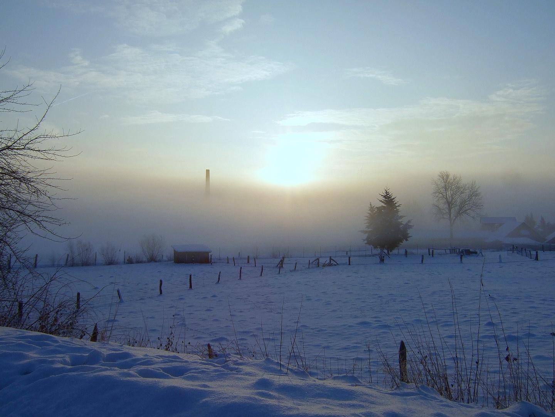 -Morgendunst im Tal bei 13 Grad Minus-