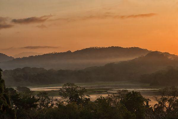 Morgengrauen am Rio Chagres...