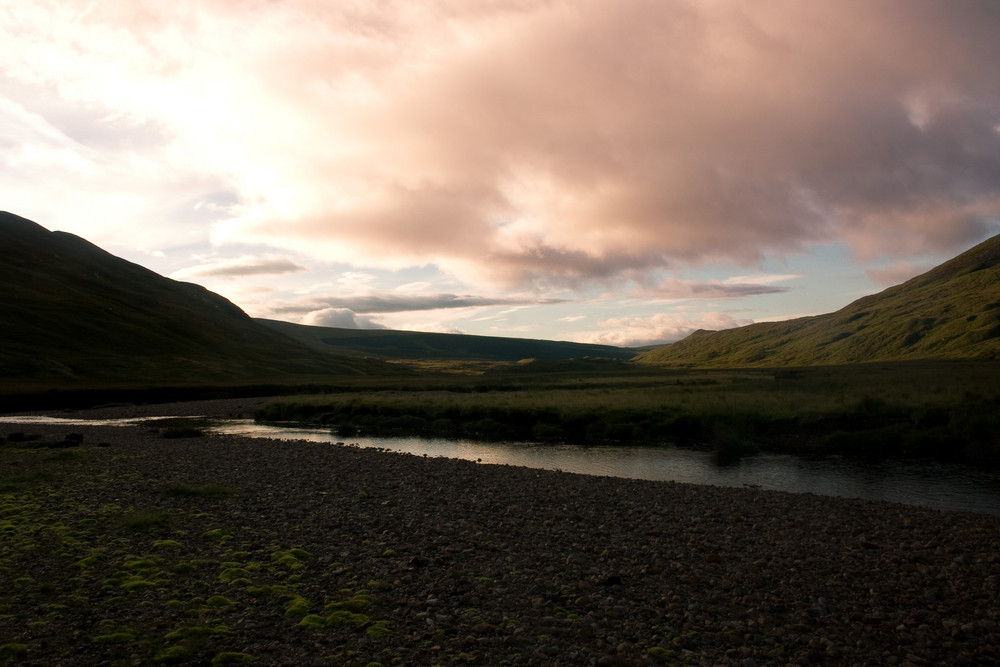 Morgenhimmel im September, Südlich von Assynt am River Oykel
