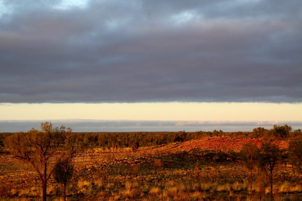 Morgenlicht in der Nähe der Kata Tjuta