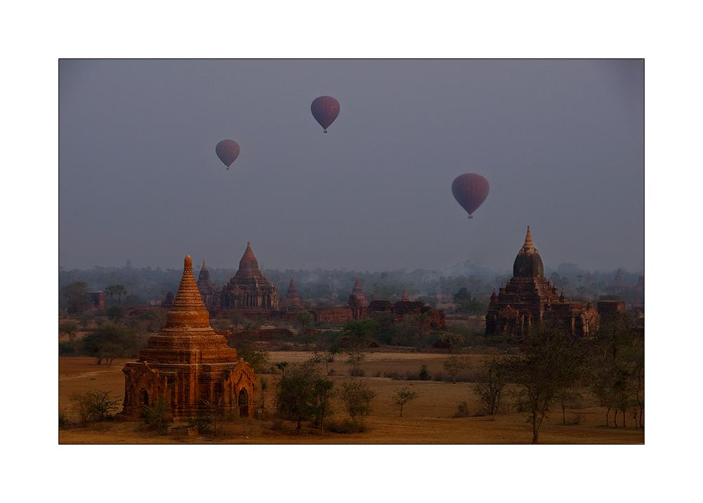 Morgenlicht über Bagan