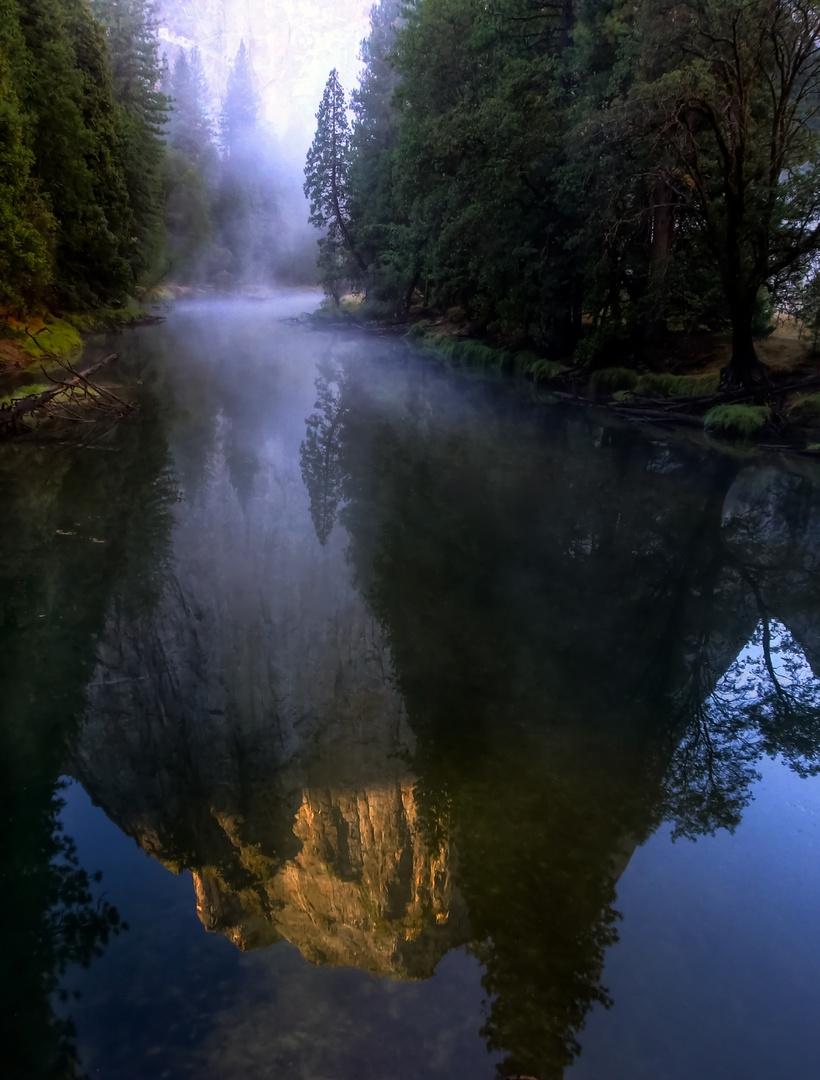 Morgennebel am Fluß