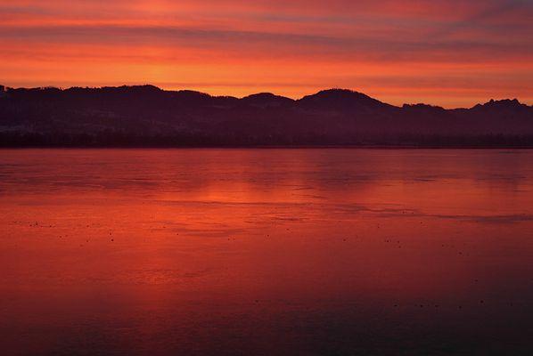 Morgenröte spiegelt sich in 3,3 km2 Eis
