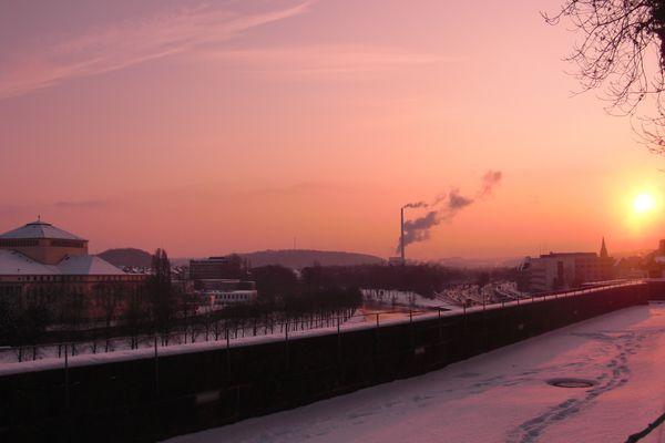 Morgenröte über dem verschneiten St. Johann