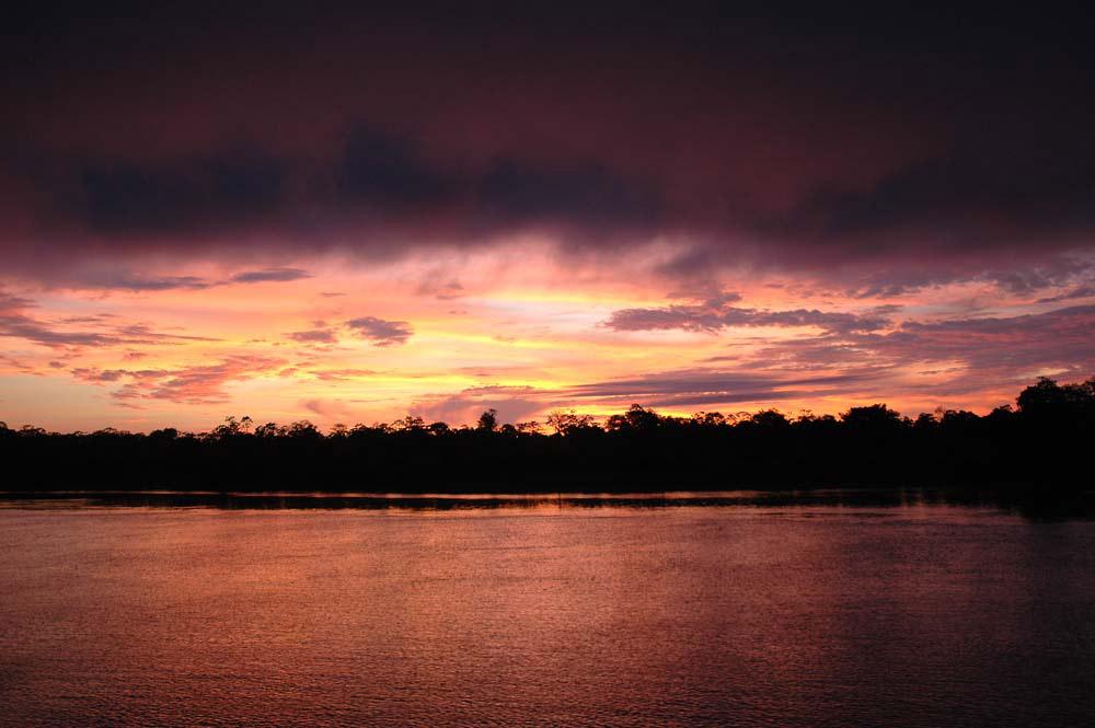 Morgenrot am Fluß