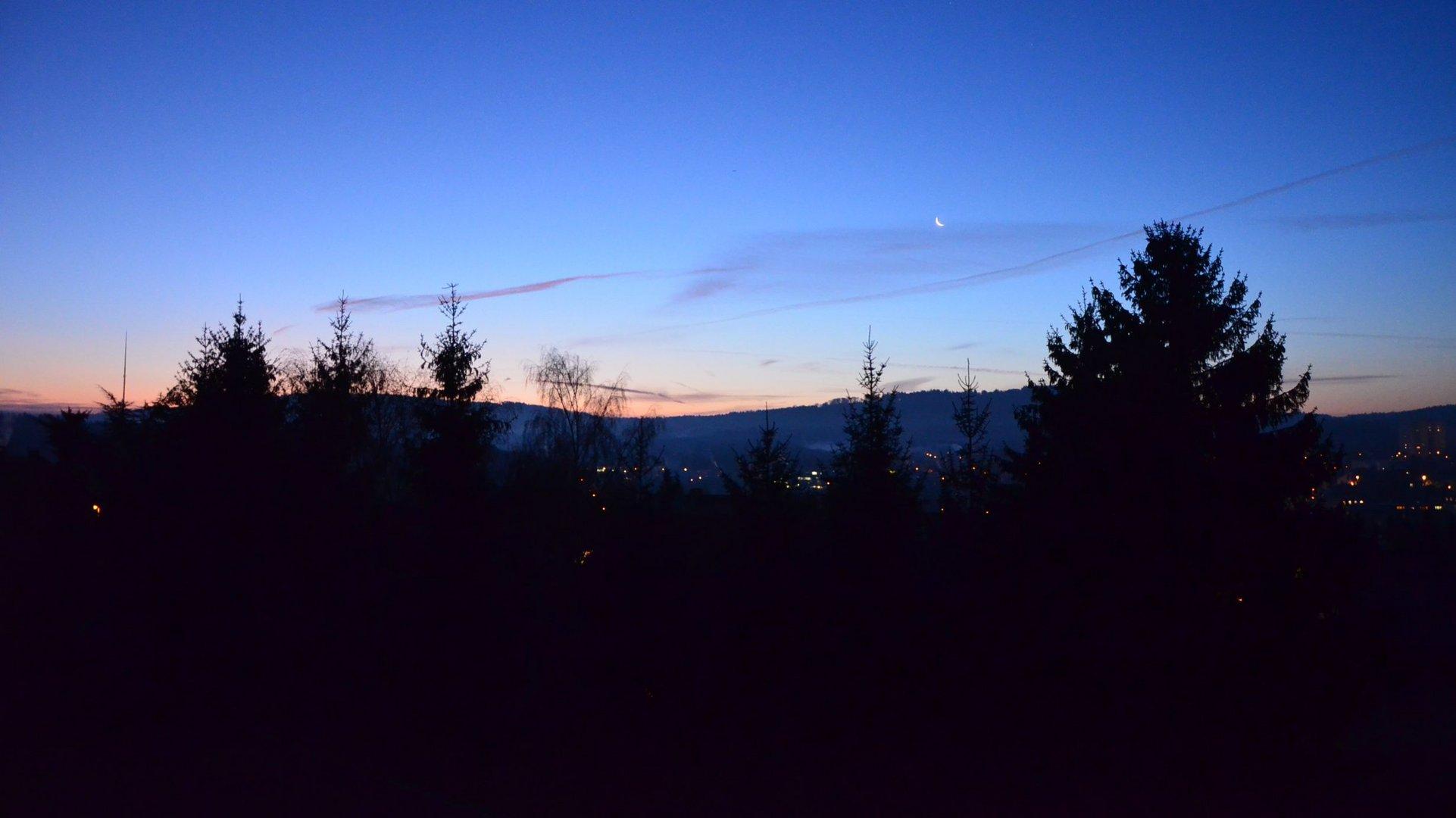 Morgenrot und Mondsichel