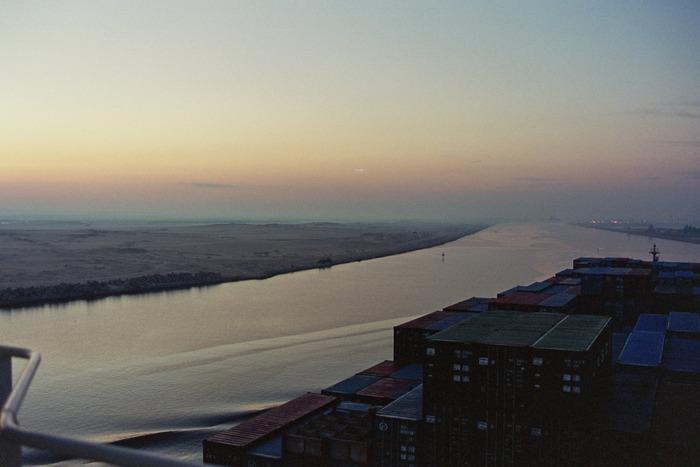 Morgens am Suezkanal
