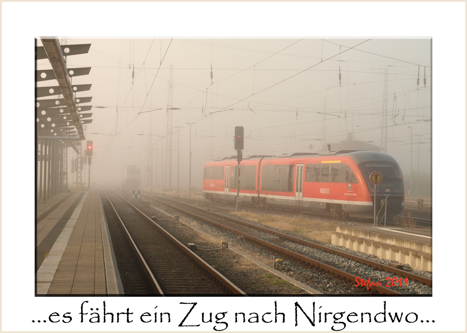Morgens, auf dem Bahnhof