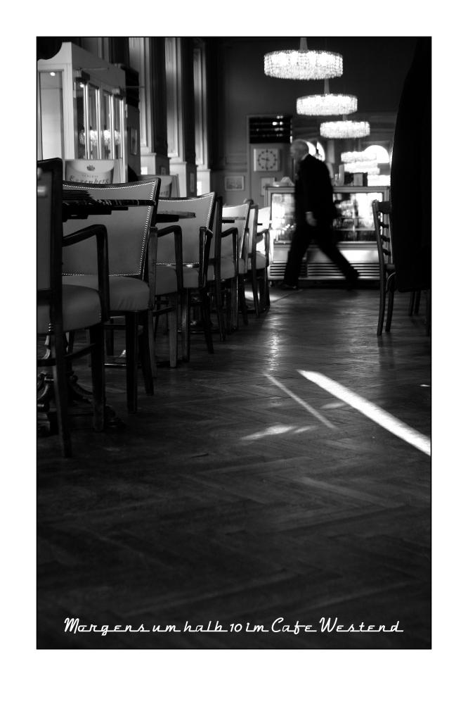 Morgens um halb 10 im Cafe Westend