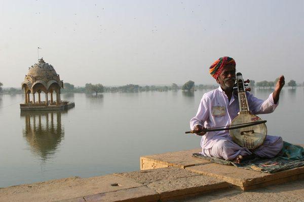 Morgenstimmung am Jaisalmeer-See (Indien)