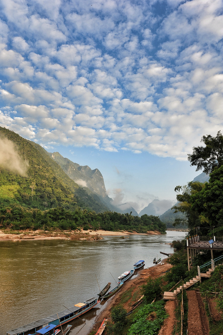 Morgenstimmung am Nam Ou river in Muong Ngoy Neua