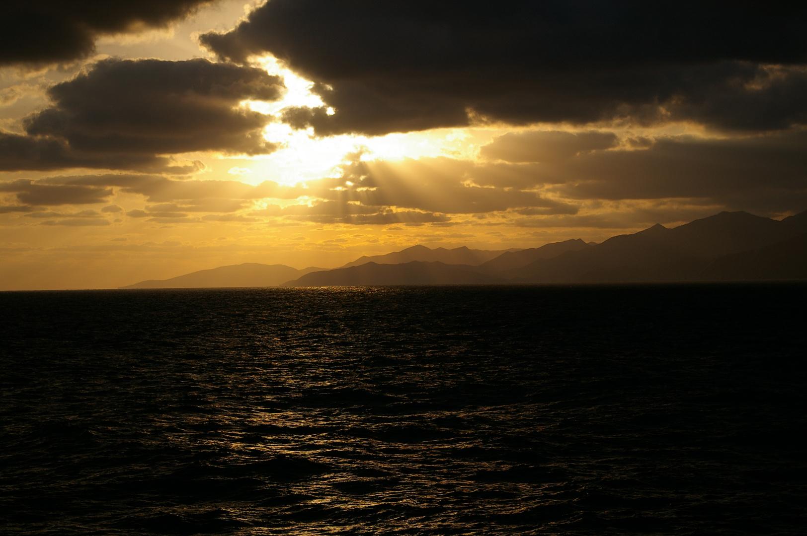 Morgenstimmung auf dem Weg von Kreta nach Santorini