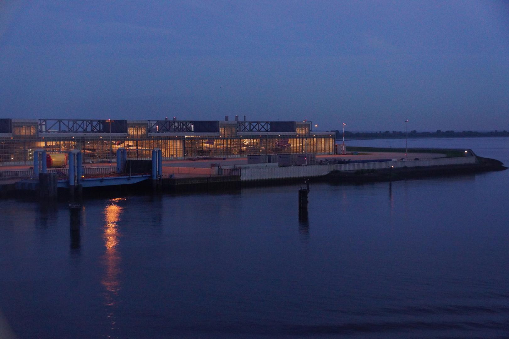 Morgenstimmung bei Einfahrt in Hamburg